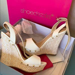 Shoe dazzle White Platform Wedges ✨